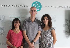 Researchers Amparo Latorre, Joaquin Baixeras and Cristina Vilanova